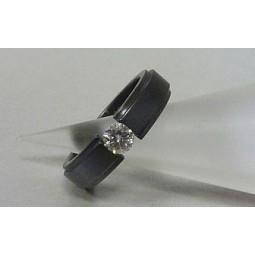 Кольцо из черного титана с муассанитом