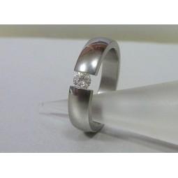 Кольцо из титана с муассанитом