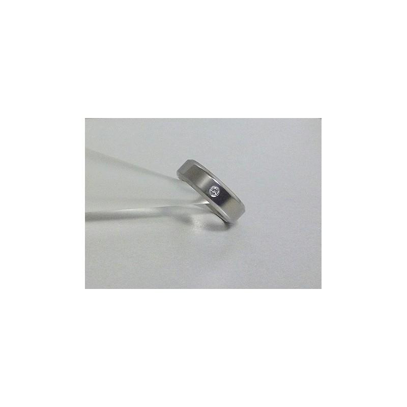 Титановое кольцо с бриллиантом