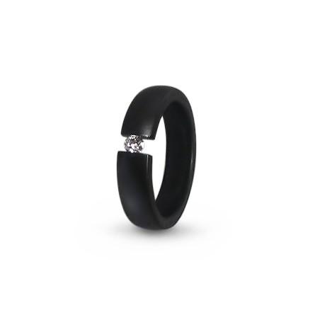 Кольцо из черного титана с бриллиантом