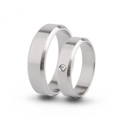 Парные обручальные кольца из титана с бриллиантом Т1090тс