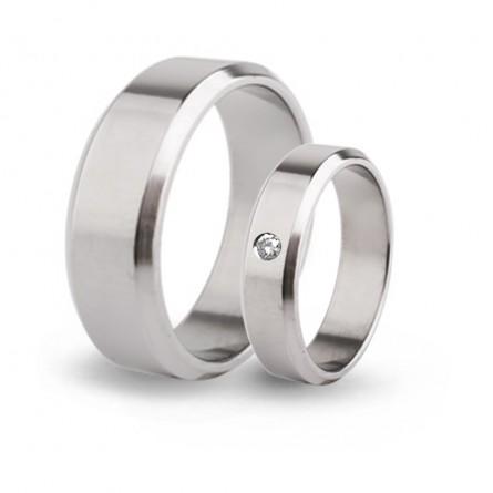 Парные обручальные кольца из титана с бриллиантом Т1090-7тс