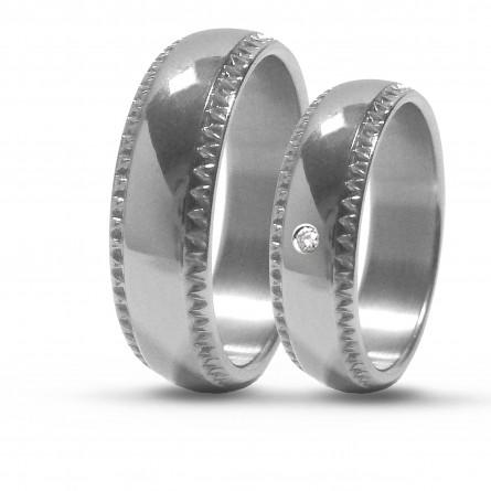 Парные обручальные кольца из титана с бриллиантом Т1064тс