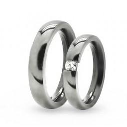 Парные обручальные кольца из титана с бриллиантом Т1035тс