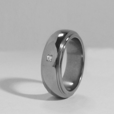 Кольцо из титана с фианитом