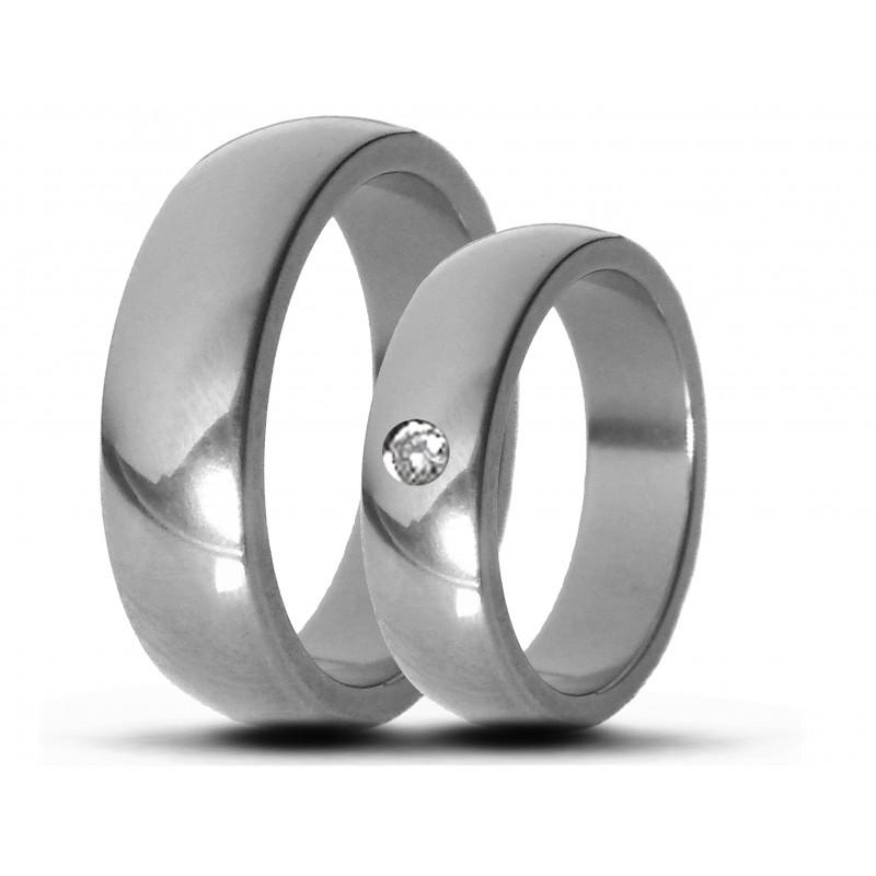 Парные обручальные кольца из титана с бриллиантом Т1032тс
