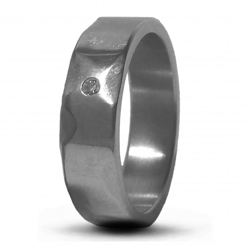 Кольцо из титана с бриллиантом Т4450