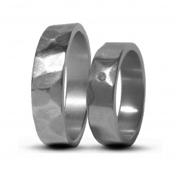 Парные обручальные кольца из титана с бриллиантом Т1450тс