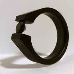 Перстень из титана с фианитом или муассанитом